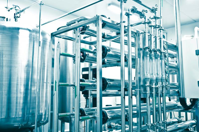 Water purification machine with metal pipes