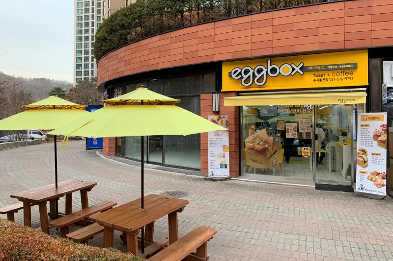 Eggbox exterior with ourdoor tables