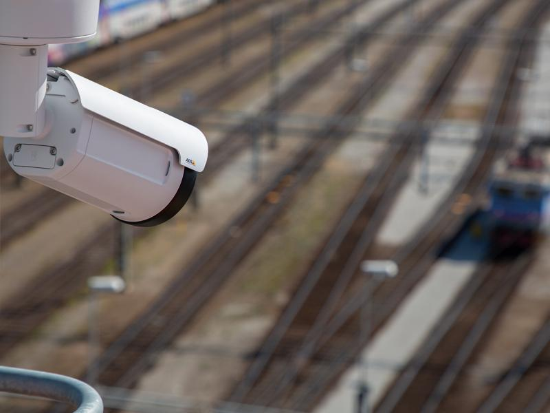 Mounted camera with overview over a train track
