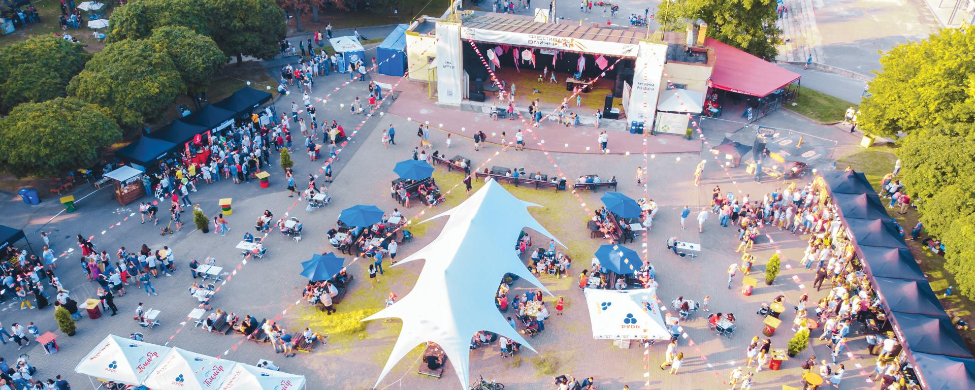 Concert in a park, picture taken from above
