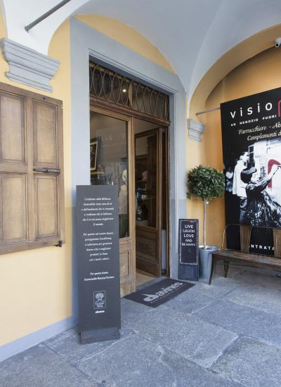 Visionhair exterior entrance