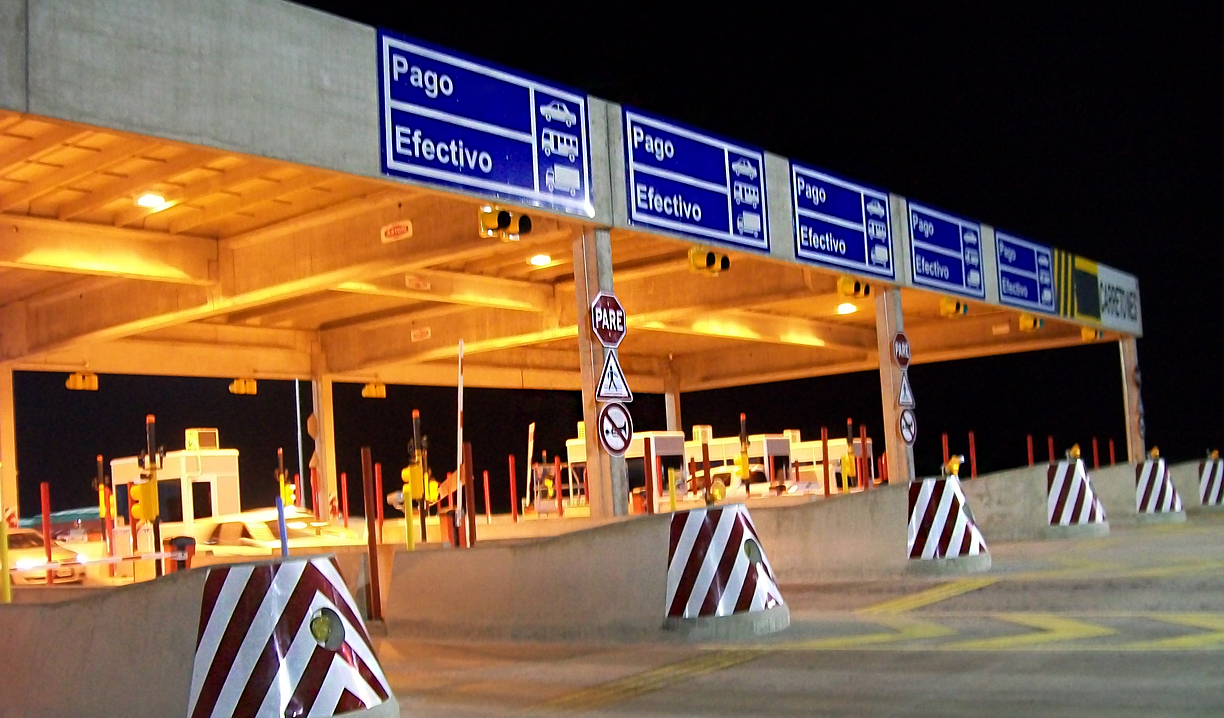 The Aumar tollplaza in the evening